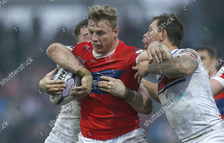 HULL KR GRAEME HORNE IS OVERCOME BY TIM SMITH Pix Magi Haroun 15.02.2015 RUGBY SUPERLEAGUE ROUND 2 WAKEFIELD TRINITY WILDCATS V HULL KR Please note that all pictures are for editorial use only according to RFL . Any problems please ring Magi Haroun on 07973639325.
