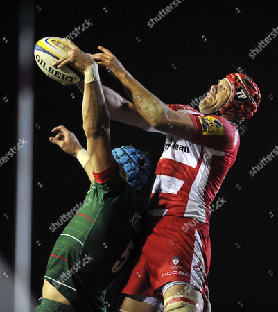 Tom Palmer of Gloucester Rugby competes with Graham Kitchener of Leicester Tigers for the ball at a lineout