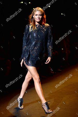 Cheyenne Tozzi on the catwalk