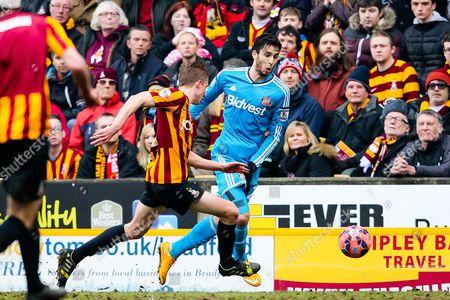 Sunderland's Ricky Alvarez attacks