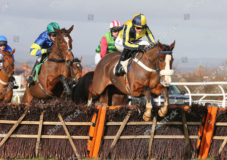 THREE FACES WEST Ridden by Jason Maguire wins at Carlsile