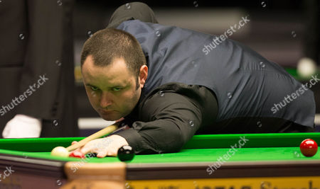 Stephen Maguire plays a shot during his match with Duane Jones
