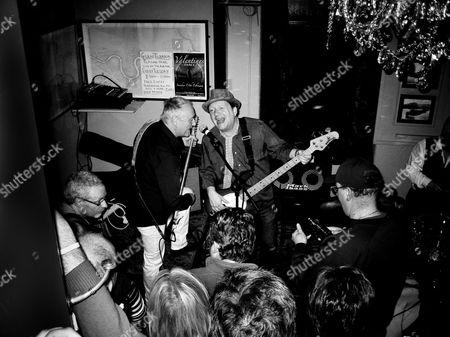 Glenn Tilbrook and Dennis Greaves performing