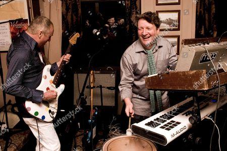 Dennis Greaves and Glenn Tilbrook performing