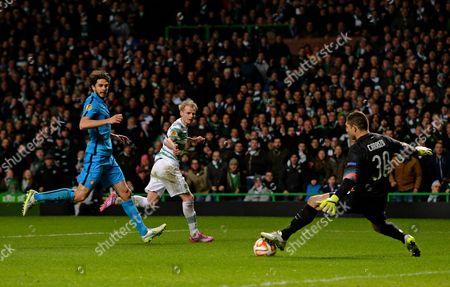 Jo Inge Berget of Celtic (centre) sees his shot saved by Juan Pablo Carrizo of Inter Milan