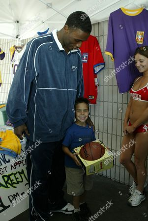 Kareem Rush and a young fan