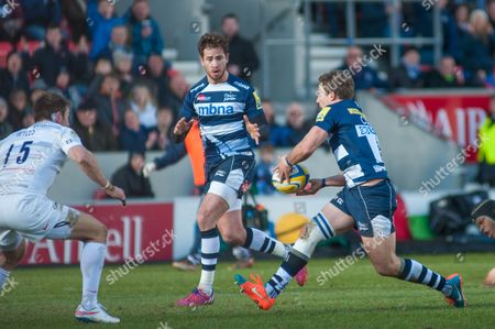 Sale Sharks half back pare Chris Cusiter and Danny Cipriani look to team up in open play.