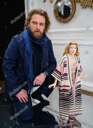 Greg Williams with his unique 4D photographic Amber Heard sculpt