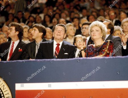 Dennis Revell, Ron Jnr, Ronald Reagan and Maureen Reagan - At the GOP convention - Jul 1988