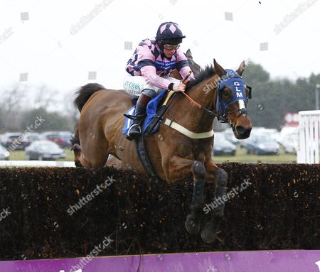 Leo Luna and Jamie Moore win the Totejackpot Josh Gifford Memorial Novices Chase at Fontwell.