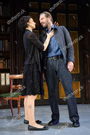 Indira Varma (Ann Whitefield) and Ralph Fiennes (Jack Tanner)