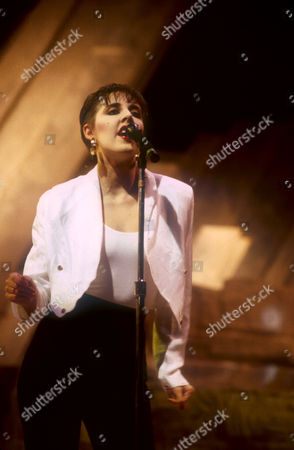 THE HUMAN LEAGUE - JOANNE CATHERALL, PERFORMING AT THE DIAMOND AWARDS, ANTWERP, BELGIUM - DEC 1986