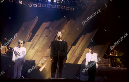 THE HUMAN LEAGUE - Susan Ann Sulley, Phil Oakey AND Joanne Catherall PERFORMING AT THE DIAMOND AWARDS, ANTWERP, BELGIUM - DEC 1986