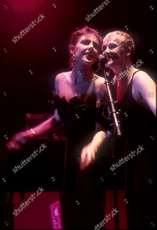 THE HUMAN LEAGUE - Joanne Catherall AND Susan Ann Sulley, CRAWLEY, BRITAIN - NOV 1986