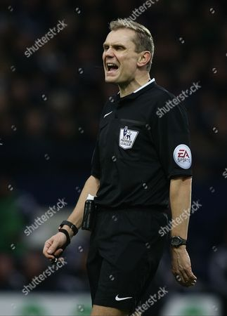 (CAPTION CORRECTION) 4th official Graham Scott replaced injured  Phil Dowd at the half time