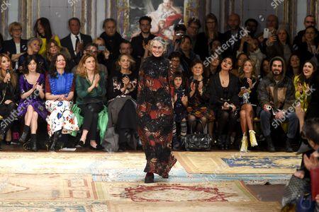 Benedetta Barzini on catwalk
