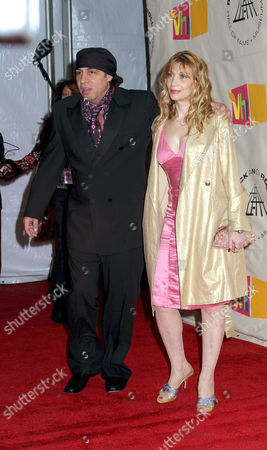 Editorial picture of ROCK AND ROLL HALL OF FAME CEREMONY, NEW YORK, AMERICA - 15 MAR 2004