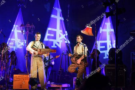 ''Flex der Biegsame'', Yellow Pfeiffer, In Extremo live, Hamburg, Germany
