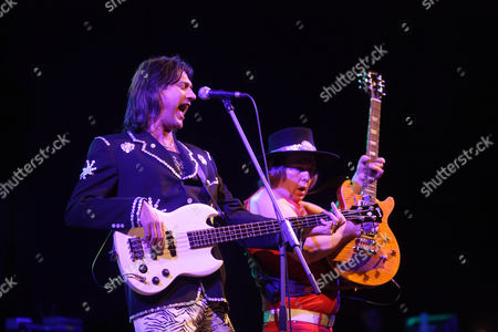 The British glamrock band Slade, with John Berry, bass, left, and Dave Hill, guitar, right, dat the Classic Rock Night at the Sporthalle Oberwerth venue, Koblenz, Rhineland-Palatinate, Germany, Europe