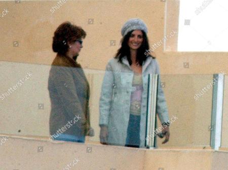 PENELOPE CRUZ (R) AND HER MOTHER ENCARNA SANCHEZ