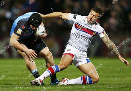 Jonny Lomax of St Helens and Tim Smith of Wakefield Wildcats