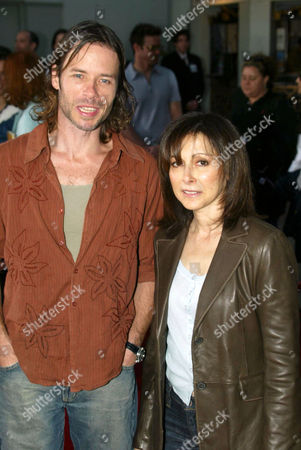 Guy Pearce and Toni Kalem