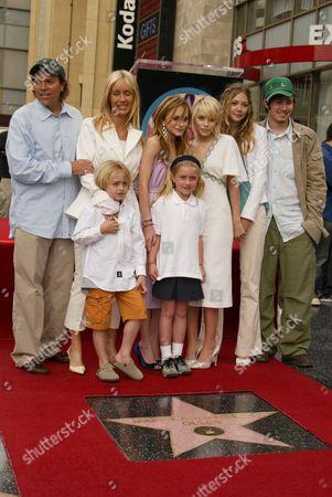 David, Jarnette, Mary-Kate , Ashley Olsen , Sister Lizzie Brothe