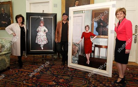 Elaine C Smith and Scottish First Minister Nicola Sturgeon with the artist Gerard Burns and his portraits of them