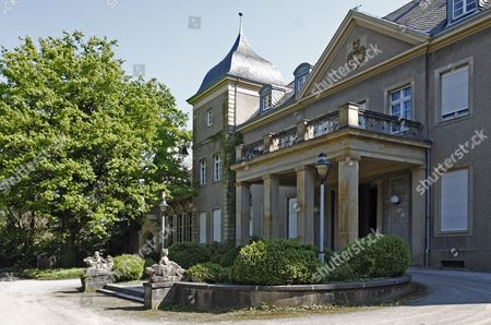 Garath Castle, seat of the Peter Ustinov Foundation, Duesseldorf, North Rhine-Westphalia, Germany, Europe