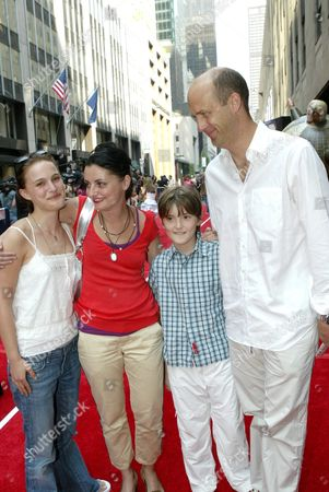 Natalie Portman, Jeanine Lobell, son Bailey and Anthony Edwards