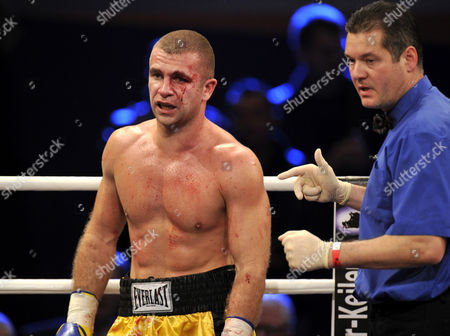 Boxing, cruiserweight, Artur Hein, GER, vs. Mile NIKOLIC, SRB, severely marked, referee starts giving him the count, Neue Arena Ludwigsburg, Baden-Wuerttemberg, Germany, Europe