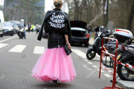 Fashion designer Nikkie Plessen, on avenue du Mahama Gandhi. after Louis Vuitton. Paris RTW Fall-Winter PFW FW15, Street Style Fashion.