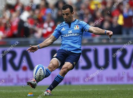 Italy's Luciano Orquera coverts a try