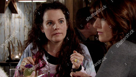 Linda [JACQUELINE LEONARD] takes Izzy Armstong [CHERYLEE HOUSTON] and Katy Armstrong [GEORGIA MAY FOOTE] for lunch at the bistro and suggests they move to Portugal with her.