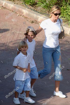 MIRANDA RIJNSBURGER WITH HER TWO SONS MIGUEL AND RODRIGO IGLESIAS