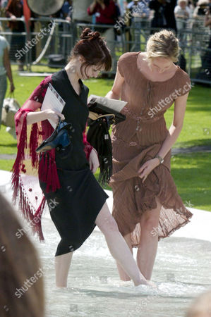 Alice Crawford and Joanne Clarke from the English National Ballet paddling in the fountain
