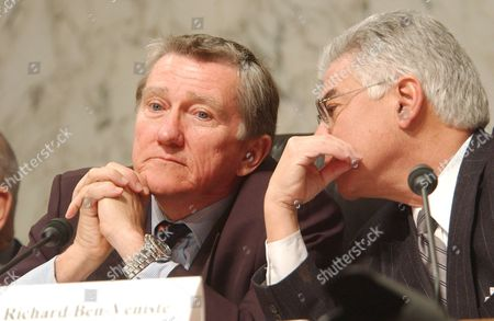 Former Secretary of the Navy, John Lehman (left) and Richard Ben Veniste (right) discuss a point in testimony being given by CIA Director George Tenet at the Commissions hearings