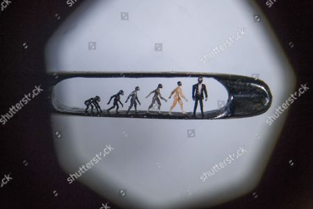 Willard Wigan microscopic art in the eye of a needle viewed under a microscope