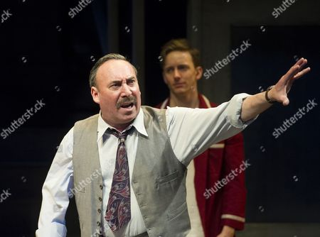 Antony Sher as Willy Loman, Sam Marks as Happy