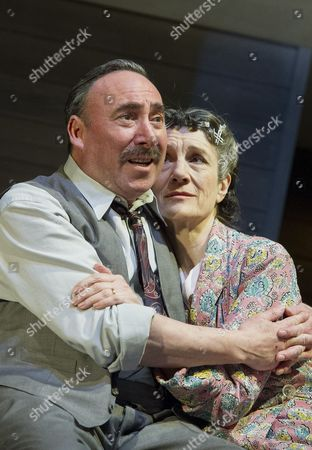 Antony Sher as Willy Loman, Harriet Walter as Linda Loman