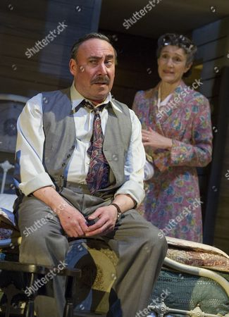 Antony Sher as Willy Loman, Harriet Walter as Linda Loman