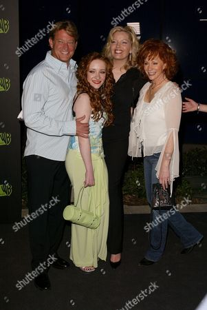 Chris Rich, Scarlett Pomers, Melissa Peterman and Reba McEntire