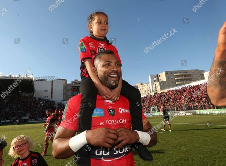 ToulonÕs Delon Armitage with daughter Chloe after the match