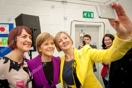 Angela Constance, Nicola Sturgeon and Hannah Bardell pose for a selfie
