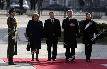 Bronislaw Komorowski and his wife Anna Komorowska, Petro Poroshenko and his wife Maryna Poroshenko