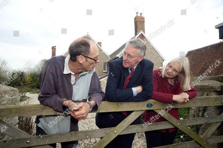 Farm owner Norman Parry, Hilary Benn and Swindon South candidate Anne Snelgrove at Lotead Farm