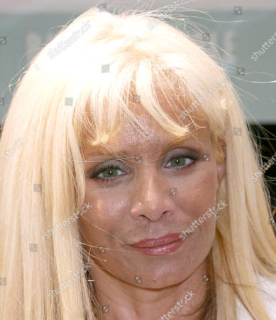 Editorial photo of PAMELA ANDERSON BOOK SIGNING AT BARNES AND NOBLE, NEW YORK, AMERICA - 02 AUG 2004