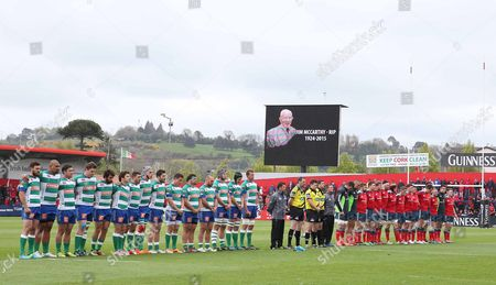 Treviso and Munster team observe a minute's silence in memory of Jim McCarthy from the 1948 Ireland Grand Slam team