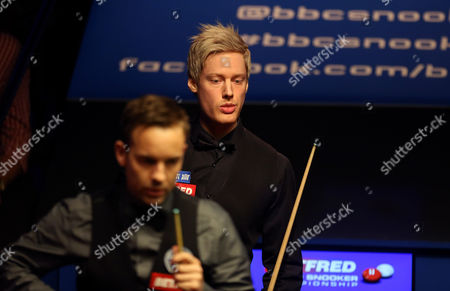 Neil Robertson and Allister Carter during the 2nd round