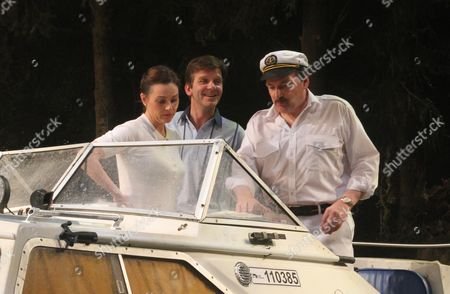 Sarah Parish (June with swimsuit), Jason Hughes (Alistair with blue top) and Peter Forbes (Keith with captain's hat).